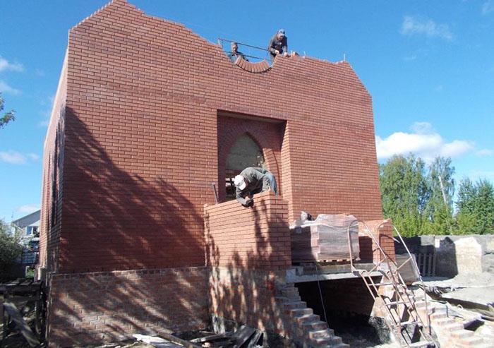 «Динал» установит окна в католическом храме Бердска