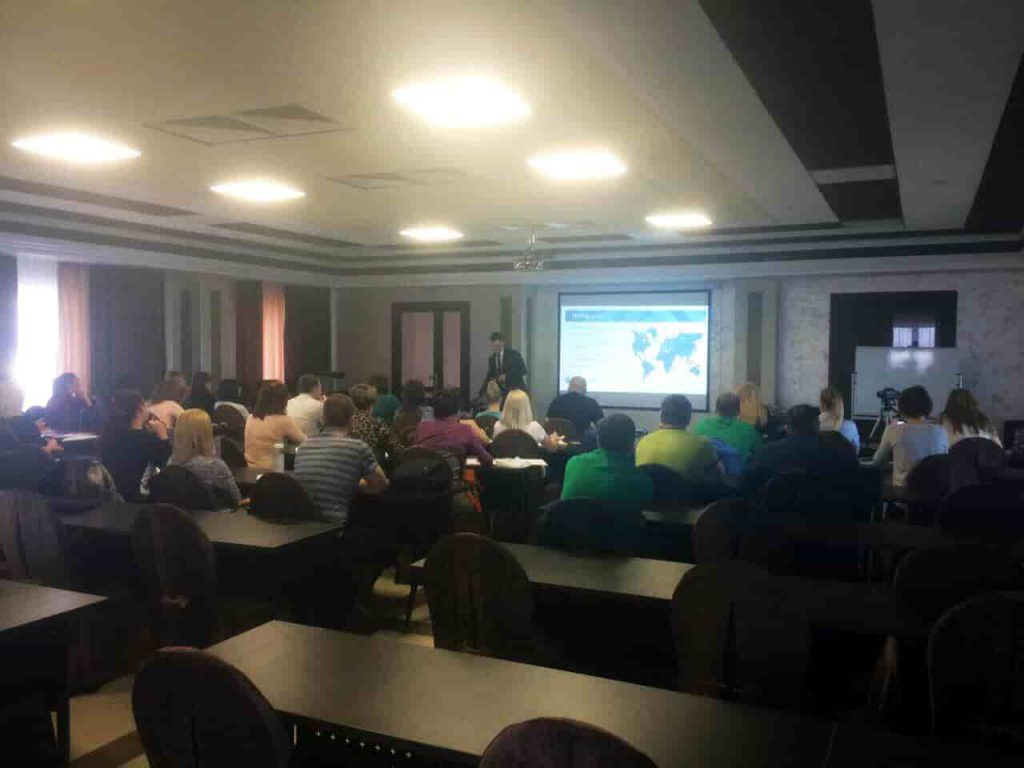 В компании «Динал» прошел обучающий семинар по профильным системам VEKA