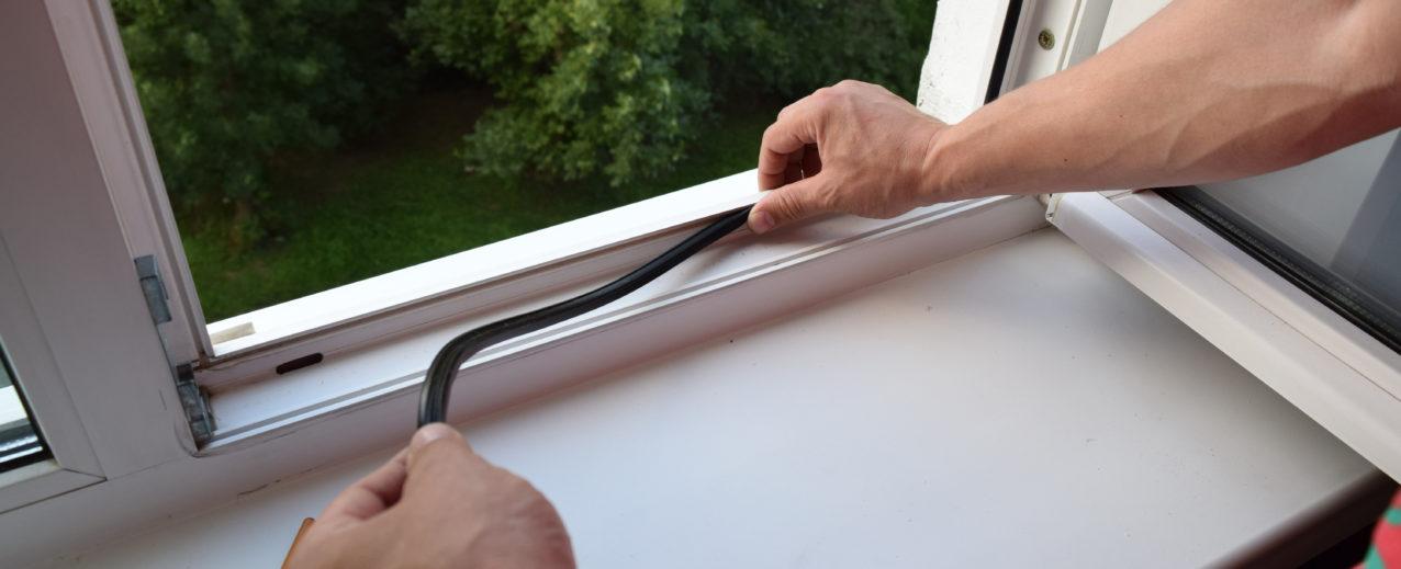 Как поставить заглушку на пластиковое окно
